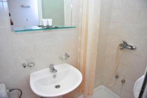 A bathroom at Hotel Vergina