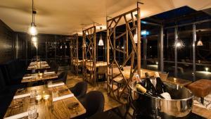 Een restaurant of ander eetgelegenheid bij Mezger Lodges - Seayou Zeeland