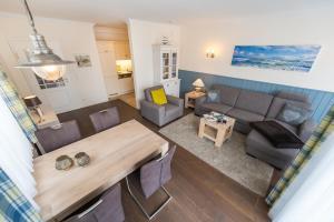 Ein Sitzbereich in der Unterkunft Villa Seewind - 300 m zum Strand - Binz