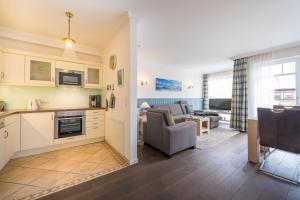 Küche/Küchenzeile in der Unterkunft Villa Seewind - 300 m zum Strand - Binz