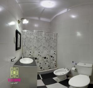 A bathroom at A la Gurda