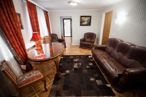 A seating area at Zvezda Zhiguley Hotel