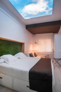 A bed or beds in a room at Hotel Ribes Roges