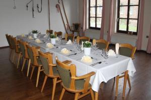 A restaurant or other place to eat at Derentaler Hof