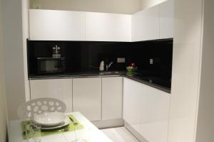 A kitchen or kitchenette at Apartamentos Sevilla Centro