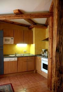 A kitchen or kitchenette at Amadeus Appartement