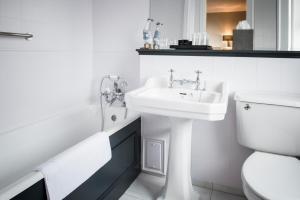 A bathroom at The Metropole Hotel Cork