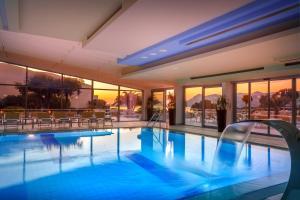 Der Swimmingpool an oder in der Nähe von Valamar Argosy Hotel