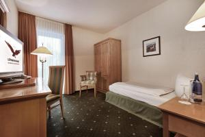 A bed or beds in a room at Berghotel Lothar-Mai-Haus