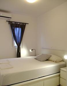 A bed or beds in a room at Helios Studios & Apartments