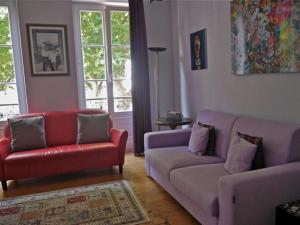 A seating area at Chambre d'hôtes La Célestine