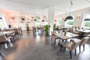 A restaurant or other place to eat at GT3 das sportliche Hotel