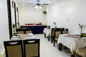 Ein Restaurant oder anderes Speiselokal in der Unterkunft Hanoi Starlight Hotel