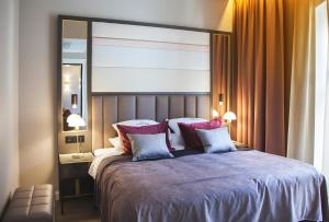 A bed or beds in a room at Opus XVI