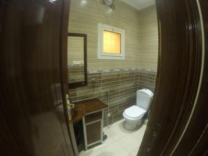Um banheiro em Masat Al Badr Furnished Apartments