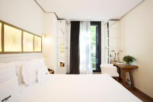 A bed or beds in a room at Ofelias Hotel 4* Sup