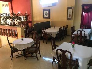 A restaurant or other place to eat at Zion CassaRoyale Hotel