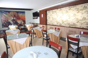 A restaurant or other place to eat at Hotel Oro Inn