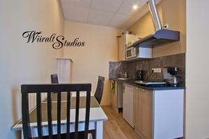 A kitchen or kitchenette at Wiiralt Studios