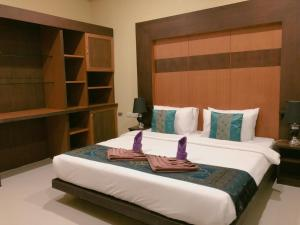 A bed or beds in a room at Lanta Residence Boutique