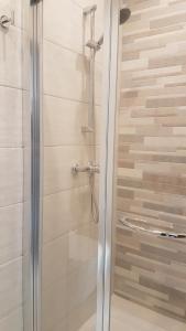 A bathroom at Sunrise Suites, Apt. 2