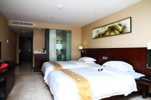 A bed or beds in a room at The Pavilion Century Tower (Huaqiang NorthBusiness Zone)