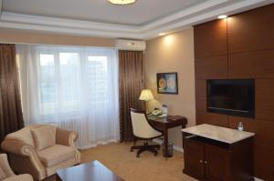 A seating area at Bayangol Hotel