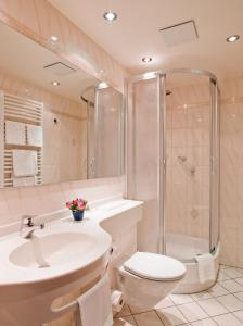 A bathroom at Hotel Am Heideloffplatz