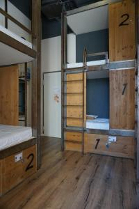 A bunk bed or bunk beds in a room at Black Swan Hostel Sevilla