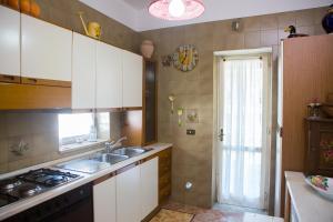 A kitchen or kitchenette at Casa Tartaruga
