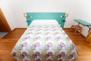 A bed or beds in a room at Hostal Via Láctea