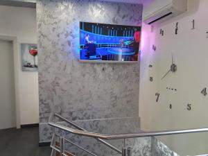 A television and/or entertainment centre at Familia City Center Apartments