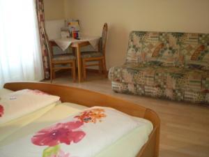 Ein Bett oder Betten in einem Zimmer der Unterkunft Pension Thermensonne