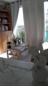 A seating area at Chambre d'hôte Zen ou Appartement Marseille
