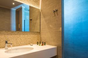 Łazienka w obiekcie Solimar Aquamarine Resort