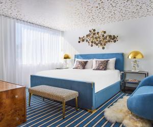 سرير أو أسرّة في غرفة في أنداز ويست هوليوود - كونسبت باي حياة