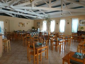 Restaurant ou autre lieu de restauration dans l'établissement Alba-Flora Hôtel