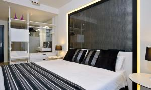A bed or beds in a room at Meliá South Beach