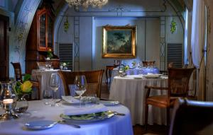 A restaurant or other place to eat at Castello di Guarene