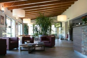 The lobby or reception area at Hotel Del Parco