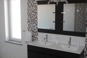 A bathroom at Moradia Dematos