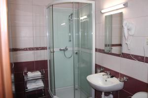A bathroom at Hotel Wilhelm