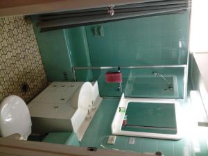 A bathroom at City Beach Motel