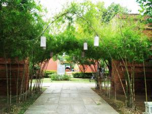 A garden outside Sukhothai Treasure Resort & Spa