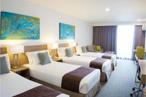 A bed or beds in a room at Metro Aspire Hotel Sydney
