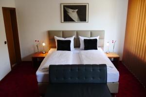 Ein Bett oder Betten in einem Zimmer der Unterkunft Parkhotel Bergheim