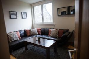 A seating area at Apartment E