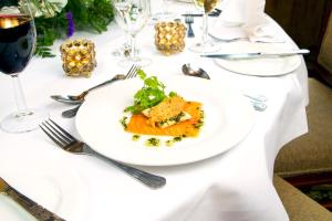 Lunch and/or dinner options for guests at White Swan Hotel