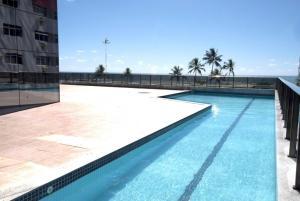The swimming pool at or near Flat na Praia de Boa viagem