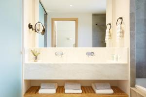 A bathroom at ELIVI Skiathos
